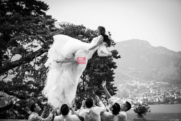 Fun-wedding-photos-on-Lake-Como-Italy
