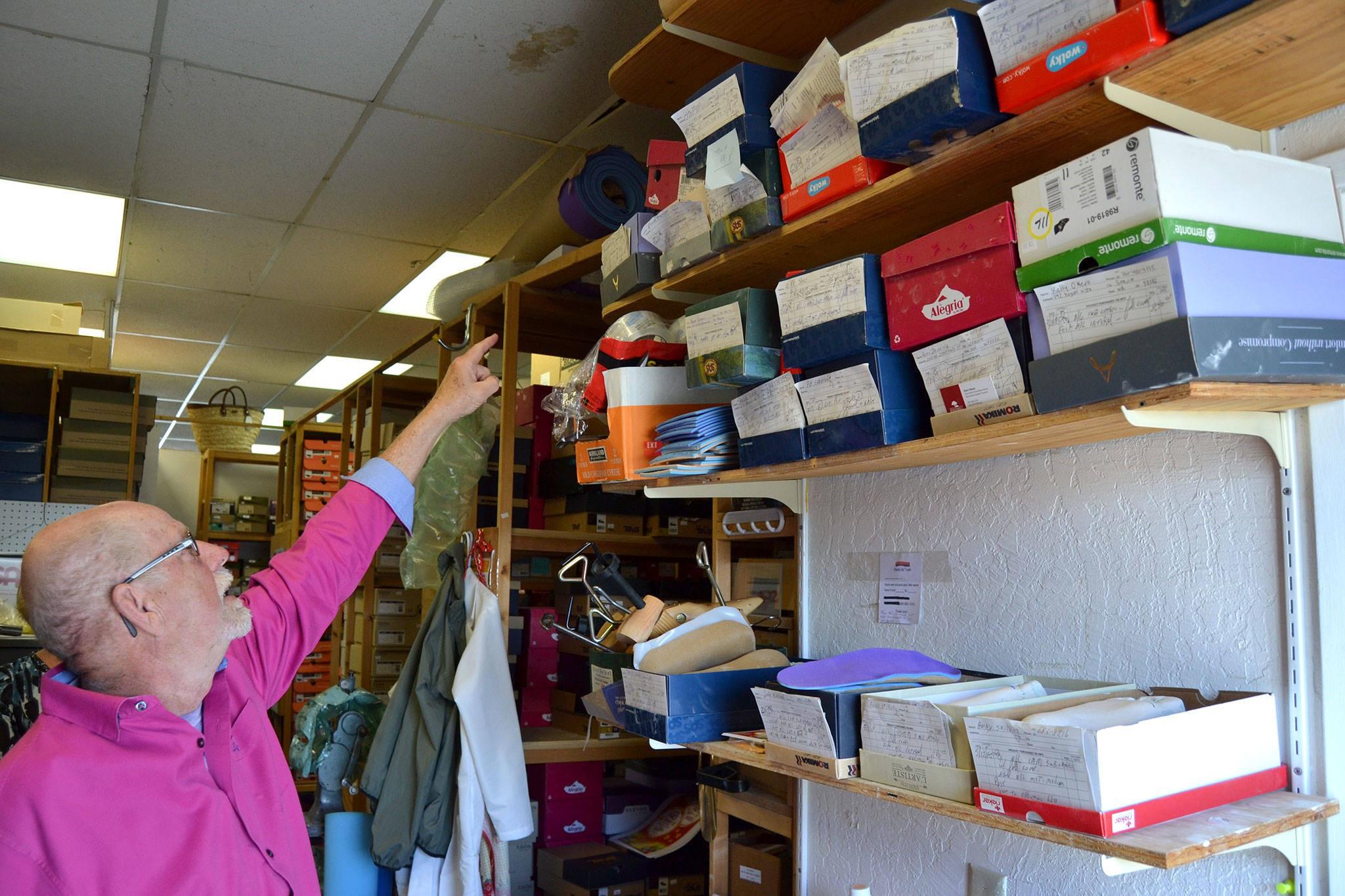 许多顾客为乔恩·哈里森保留了他们的足部模具,因此他可以制造新的矫形器并将其送到世界各地,包括远至英格兰和韩国。 Sequim Gazette摄影:Matthew Nash