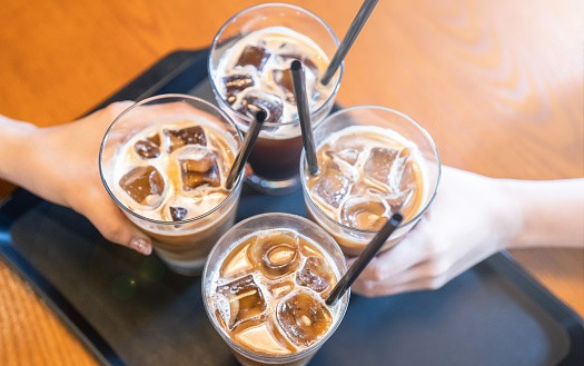 研究显示,随着软饮料摄入量的下降,越来越多的台湾孩子从茶和咖啡中摄取糖分