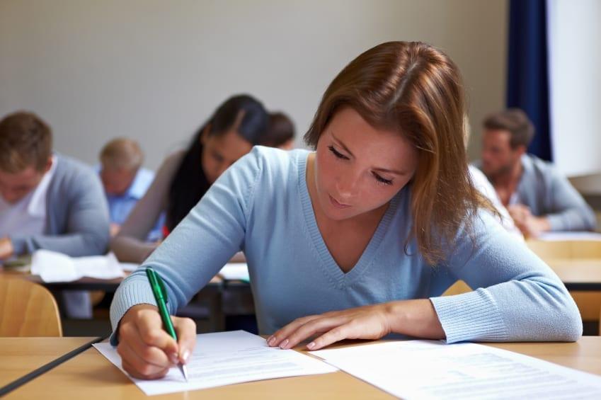 青少年什么时候开始考虑上大学?