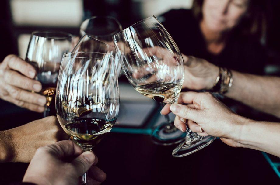 来认识一下八位葡萄酒大师吧
