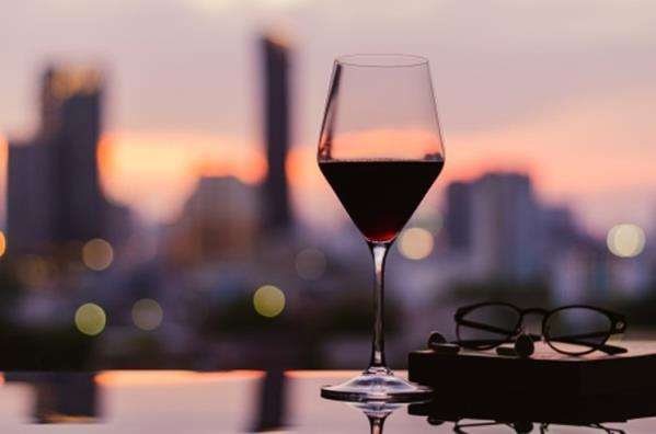 酒精:韩国人独自饮酒的趋势上升,推动了水果酒的进口,但啤酒的销量却没有增长