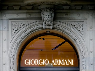 阿玛尼从大流行中反弹,上半年销售额增长了34%