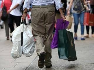 英国7月份零售额在封锁后小幅下降